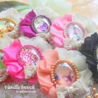 Vanilla Brooch